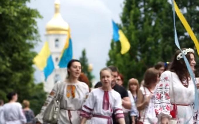 Афроукраїнець, козак з люлькою і кіт-патріот: з'явилося відео з маршу вишиванок в Києві