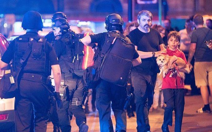 Милиция озвучила версию, что взрыв в«Манчестер Арене» был терактом