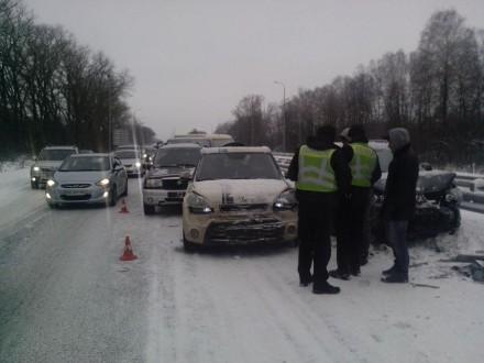 В масштабной аварии на Житомирщине столкнулись 14 авто: опубликованы фото (2)