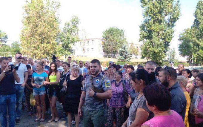 """Активісти """"Азова"""" заявили, що беруть Лощинівку під контроль: з'явилися фото і відео"""