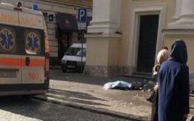 Во Львове глыба льда убила женщину: появилось фото с места трагедии
