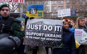 Терпение на грани: Яценюку показали пример того, как спасти Украину
