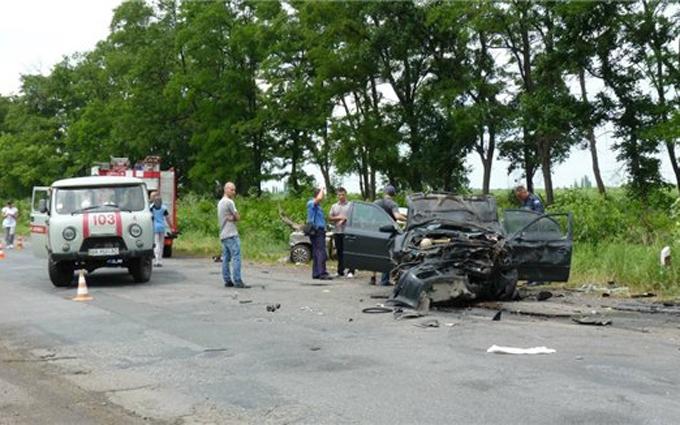 Авто СБУшників зіткнулося з легковиком, є загиблі: з'явилися фото і відео