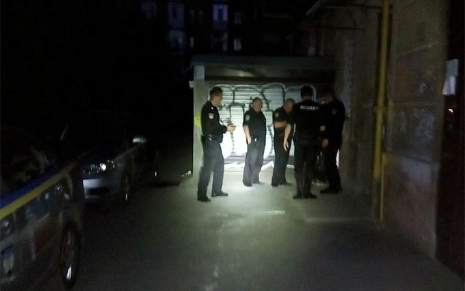 У Києві поліції довелося відстрілюватися від злодія: з'явилися фото і відео