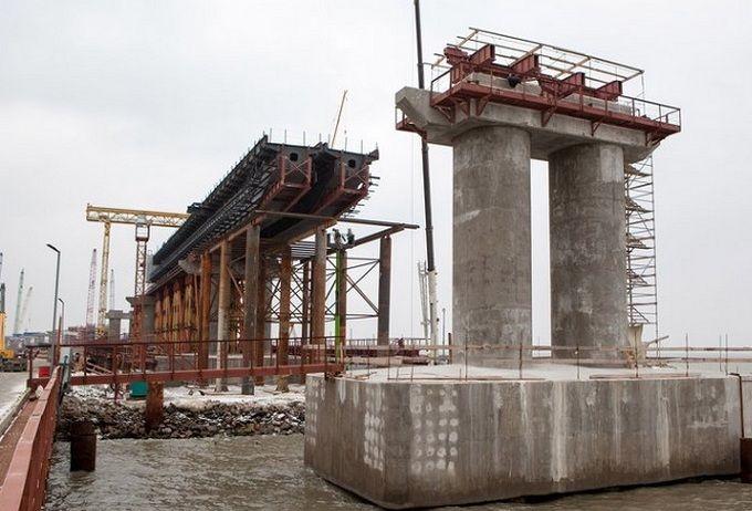 Окупанти похвалилися новими успіхами в будівництві Керченського моста: опубліковані фото і відео