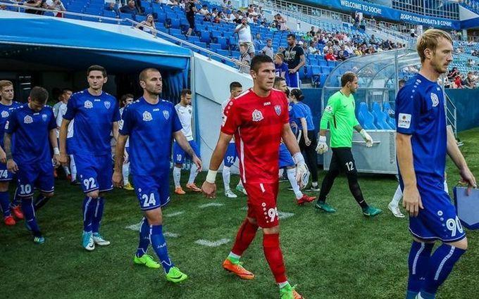 Украинский футболист демонстративно отвернулся от флага РФ: россияне требуют наказания