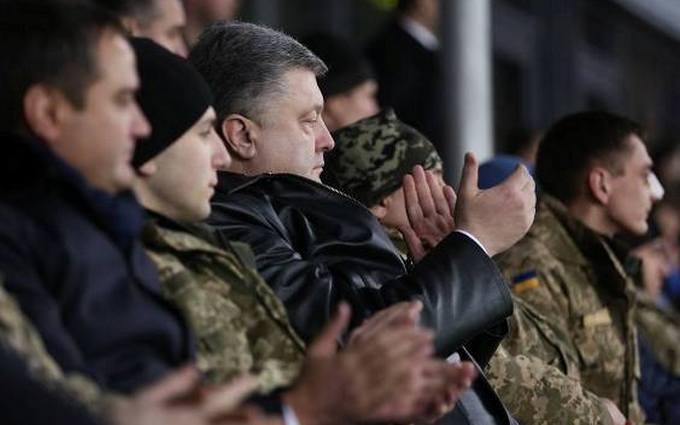 Не помогает, Петр Алексеевич: Порошенко порадовал сеть фото с футбола