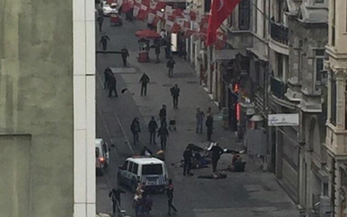 Центр Стамбула атаковали террористы-смертники: опубликованы фото и видео