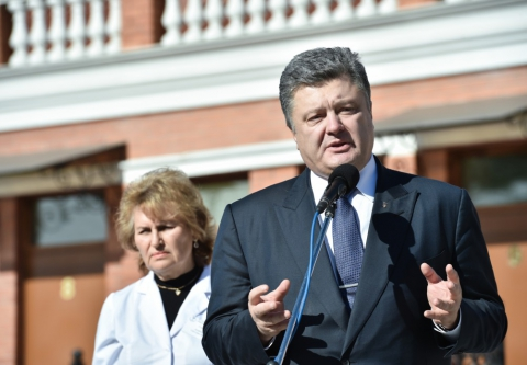 Робоча поїздка президента почалася з відкриття Центру обслуговування громадян Одеської міської ради (8 фото) (4)