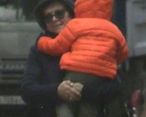 Матері Жанни Фріске дозволили побачити онука біля будинку Шепелєва
