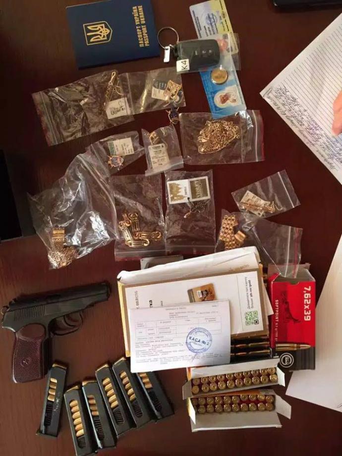 У мережі оцінили скарби, вилучені у рівненського зампрокурора: опубліковані фото (2)
