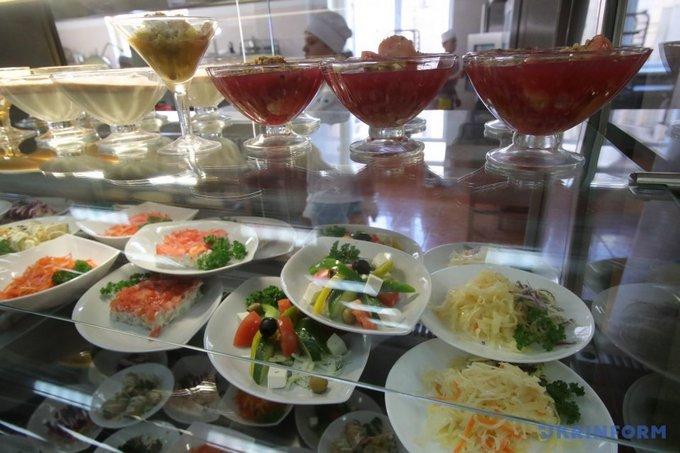В столовой Верховной Рады день открытых дверей: что едят политики (3)