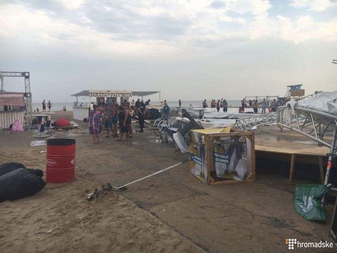 На фестивалі в Одеській області сталася трагедія: з'явилися фото і відео стихії (1)