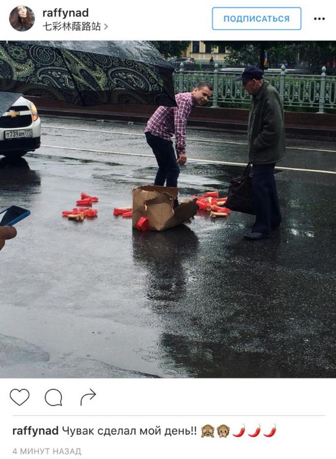 Розсипав фалоімітатори: мережу підірвало відео з центру Москви (1)