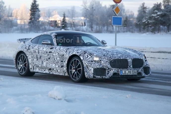 Mercedes-AMG GT R попал в объектив фотошпионов (5 фото)