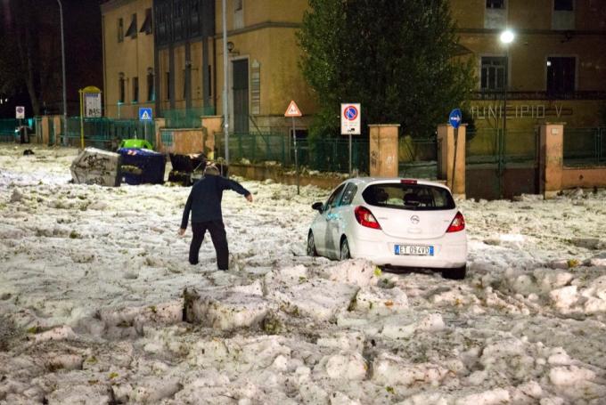 Це потрібно бачити: Рим опинився у полоні льоду та потужних злив (1)