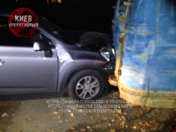 Київський водій влаштував п'яну ДТП і кидався на людей з ножем: з'явилися фото (1)