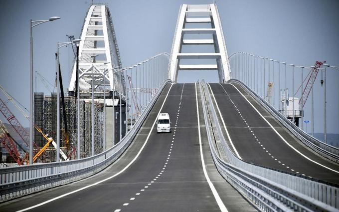 Українського блогера покарали за поїздку по Кримському мосту: опубліковано відео