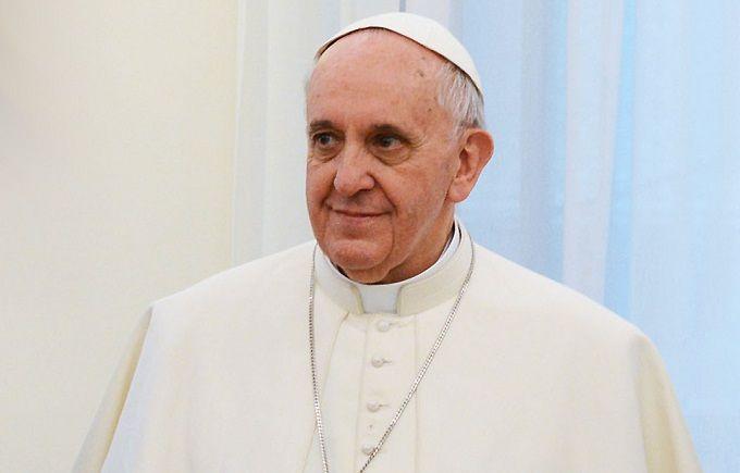 Папа Римский помолился за Украину в Риме: опубликовано видео