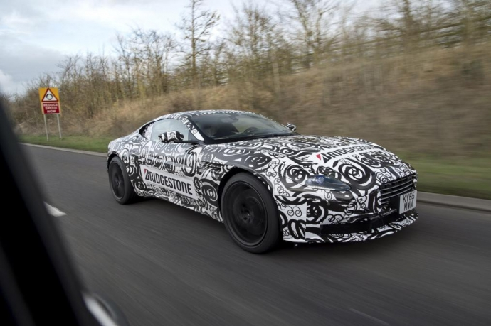 Суперкар Aston Martin DB11 был замечен на дорожных тестах (5 Фото)