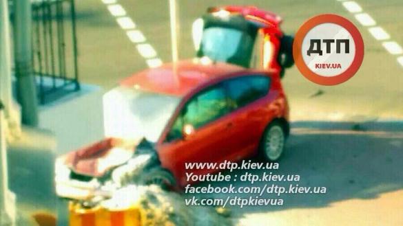 У серйозній ДТП в центрі Києва водії вціліли дивом: опубліковані фото (1)