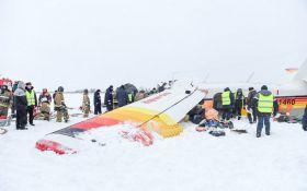 В России разбился пассажирский самолет, есть погибшие: появилось видео