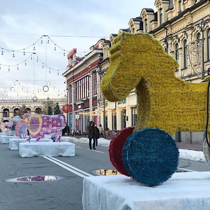 В Киеве уже установлена главная елка страны 2019: новые зрелищные фото (10)