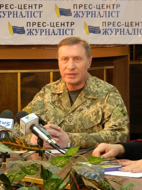В Запорожье агитируют идти на контрактную военную службу (4 фото) (1)