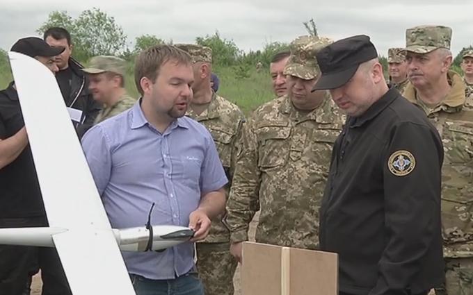 Турчинову показали, чим Україна боротиметься з агресором: з'явилося відео