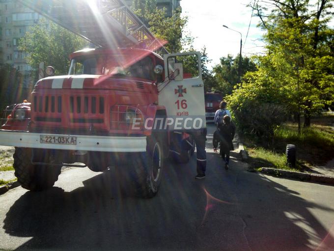 В Киеве из-за окурка сгорели три квартиры: появились фото (3)