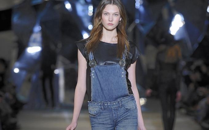Керівництво по стилю: як правильно носити джинсовий комбінезон