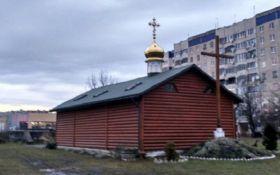 Храм УПЦ МП у Львові обклеїли плакатами зі Сталіним - фото