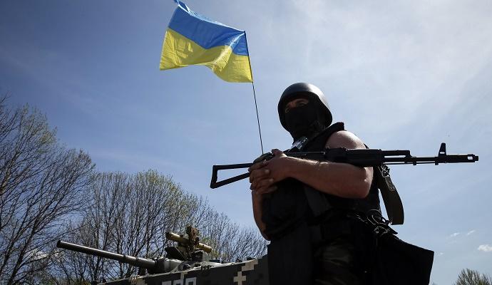 Позиции украинских военных в зоне АТО продолжают обстреливать (видео)