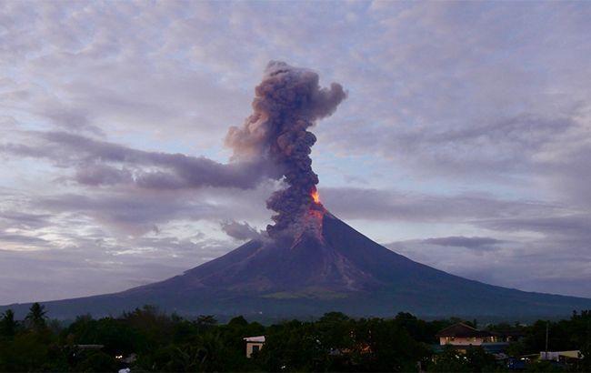 Через загрозу виверження вулкана на Філіппінах пройшла масова евакуація