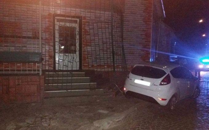 На Закарпатті п'яний прокурор влаштував дебош і тікав від поліцейських: фото з місця подій