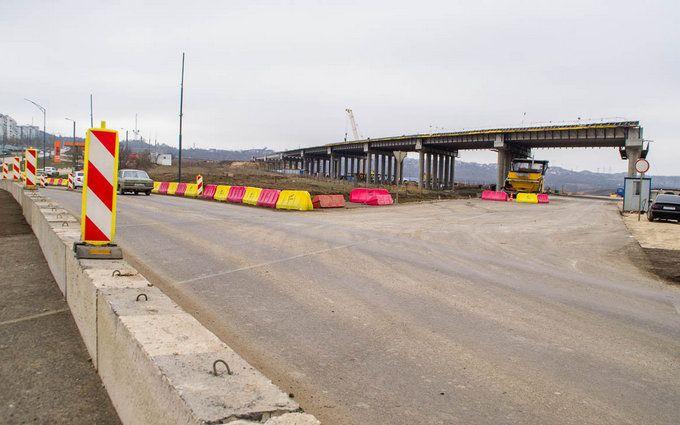 Дороги полностью разбиты: появились свежие фото и видео строительства Керченского моста