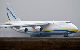 Відео з українським літаком, що рятує Boeing, стало хітом мережі