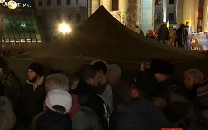 На Майдане осталось немного активистов, но акция продолжается
