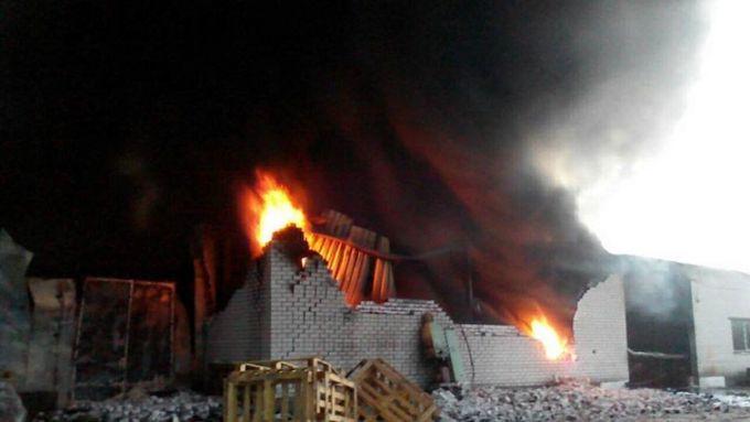 Під Києвом спалахнув взуттєвий цех, гасили десятки пожежників: з'явилися фото