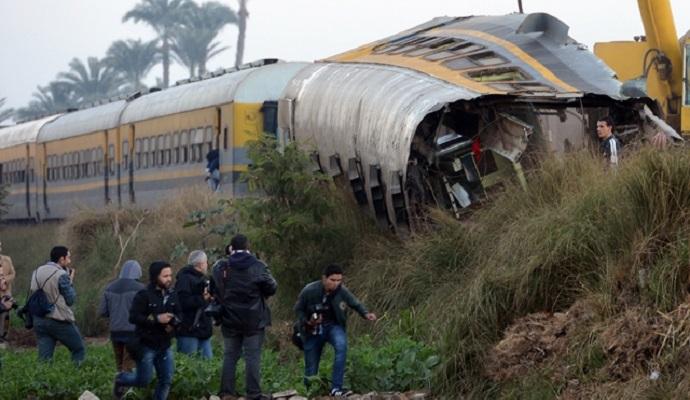 В Египте поезд сошел с колеи