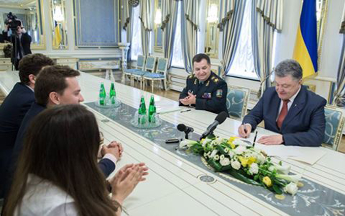 Сьогодні у нас свято: Порошенко оголосив про важливе рішення щодо оборони (1)