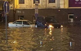 Центр Киева снова затопил ливень: появились жуткие фото и видео потопа