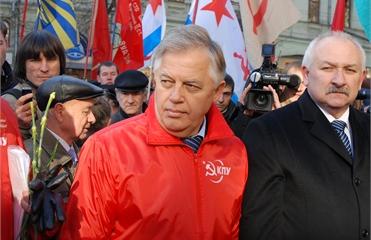 Симоненко предложил вообще не платить зарплату депутатам