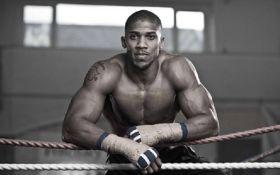Легендарний боксер Джошуа звернувся до своїх фанів з неочікуваним проханням