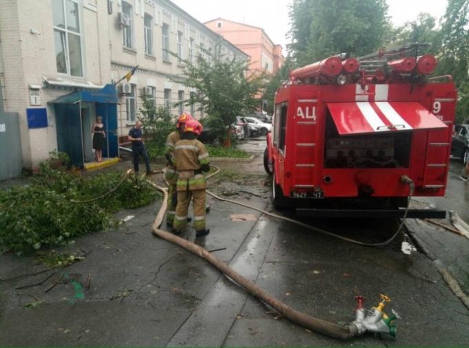 В центре Киева затопило суд - появились шокирующие фото (2)