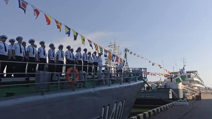 В Україні святкують День Військово-морських сил: з'явилися яскраві фото (1)
