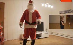 Отец удивил маленькую дочь скрытой съемкой Санта-Клауса: опубликовано видео