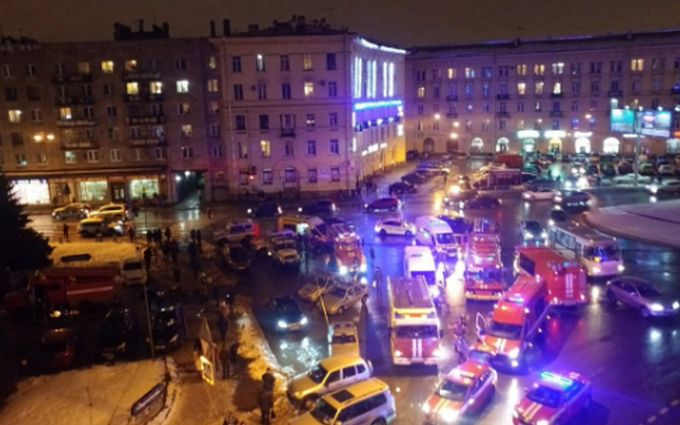 В Санкт-Петербурге произошел взрыв в магазине, есть пострадавшие: появилось видео