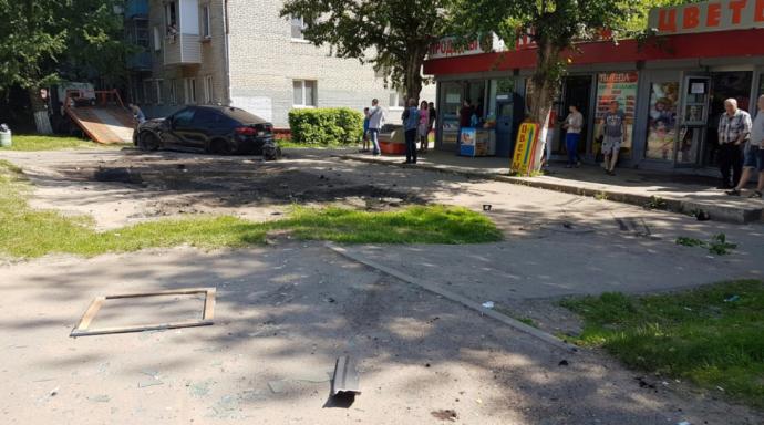 У Росії син екс-міністра на дорогому BMW влетів у зупинку: опубліковані фото і відео (2)