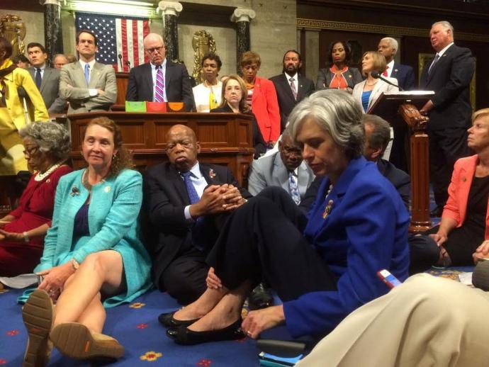 У Конгресі США влаштували сидячий страйк через важливий закон: опубліковані фото (1)